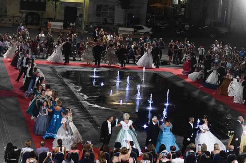 Il Ballo italiano a Malta (1) - fontana san giorgio